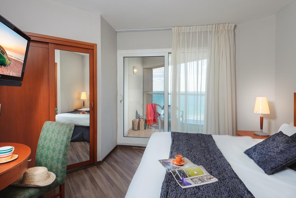 Горящие туры в отель Leonardo Suite Tel Aviv-Bat Yam Бат-Ям