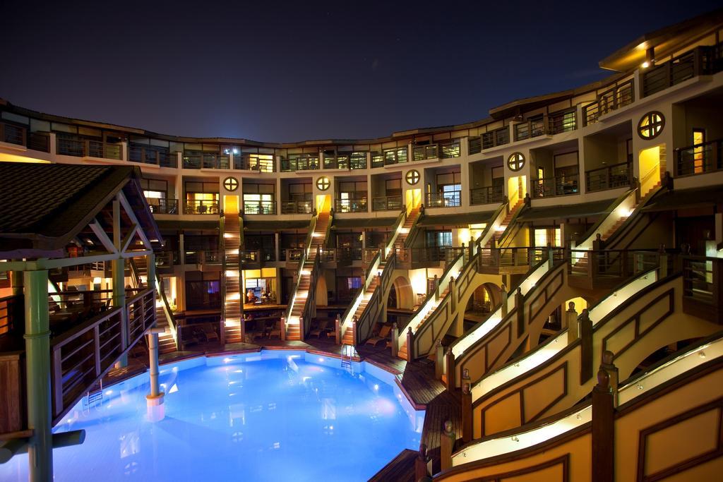 Тури в готель Limak Lara De Luxe Hotel & Resort Анталія