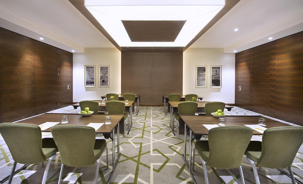 Hilton Garden Inn Dubai Al Muraqabat, ОАЭ, Дубай (город), туры, фото и отзывы
