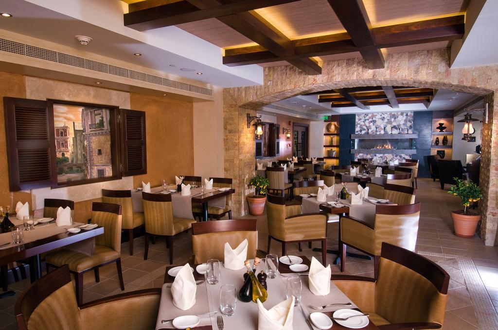 Тури в готель Crowne Plaza Abu Dhabi