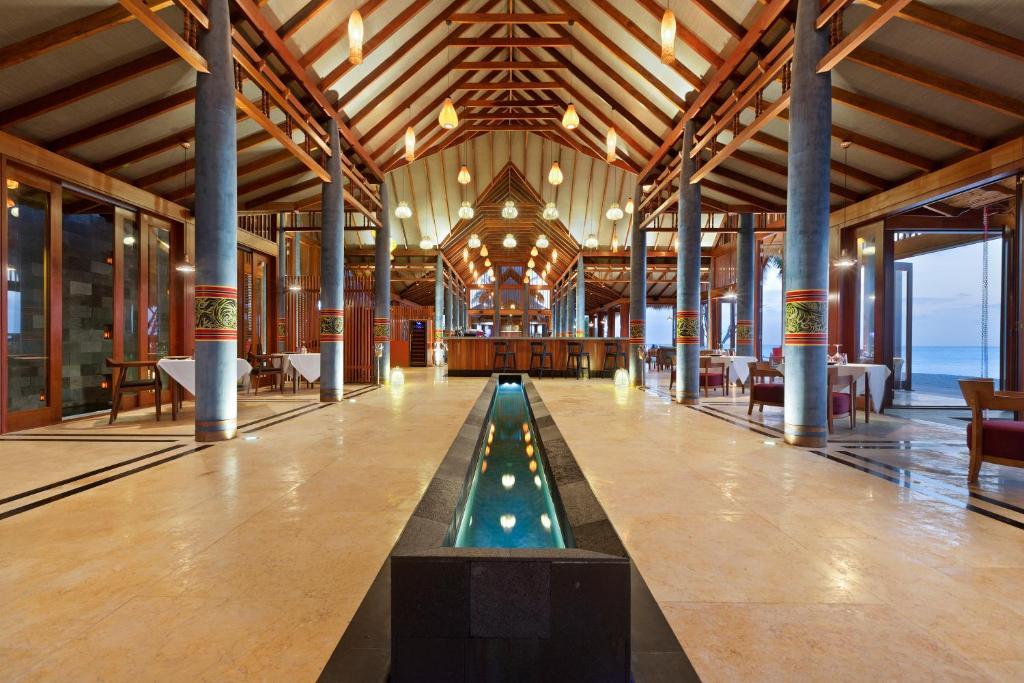 Furaveri Island Resort фото та відгуки