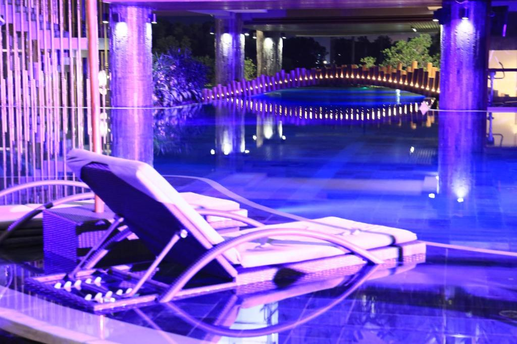 Отель, 4, The Crystal Luxury Bay Resort