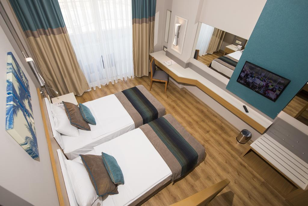 Ціни в готелі Palm World Side Resort & Spa