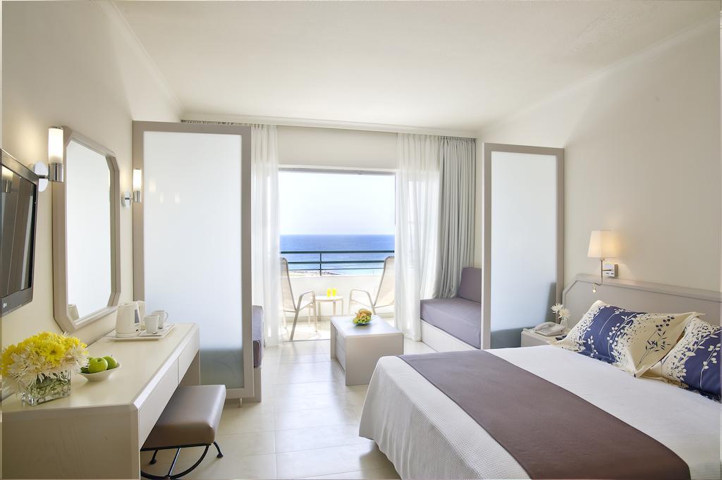 Цены в отеле Louis Imperial Beach Hotel