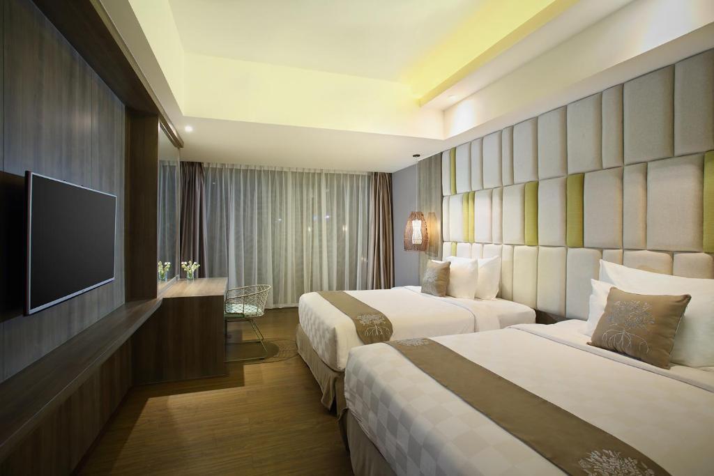 Цены в отеле The Crystal Luxury Bay Resort