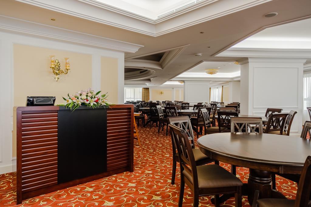 Tulip Inn Al Khan Hotel фото туристов
