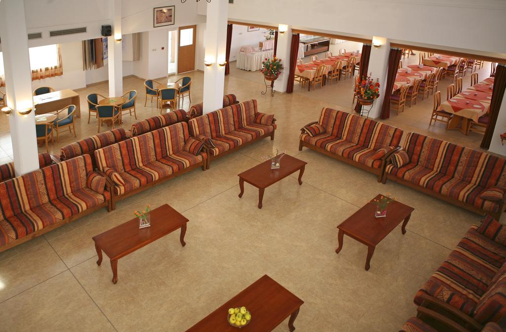 Corallia Beach Hotel, Пафос