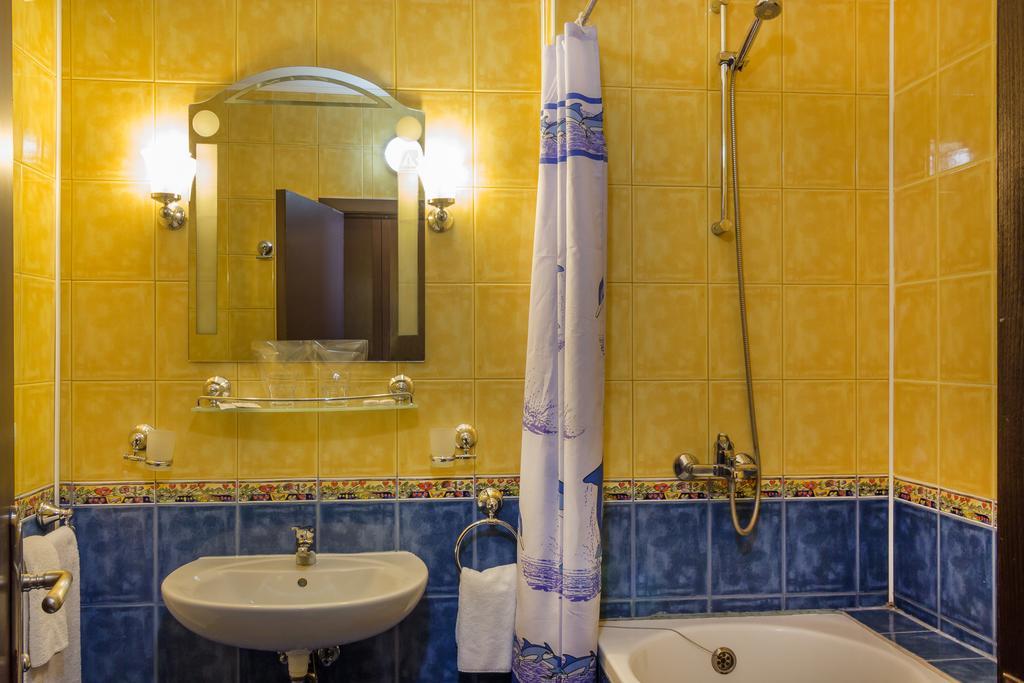 Отель, Amaris