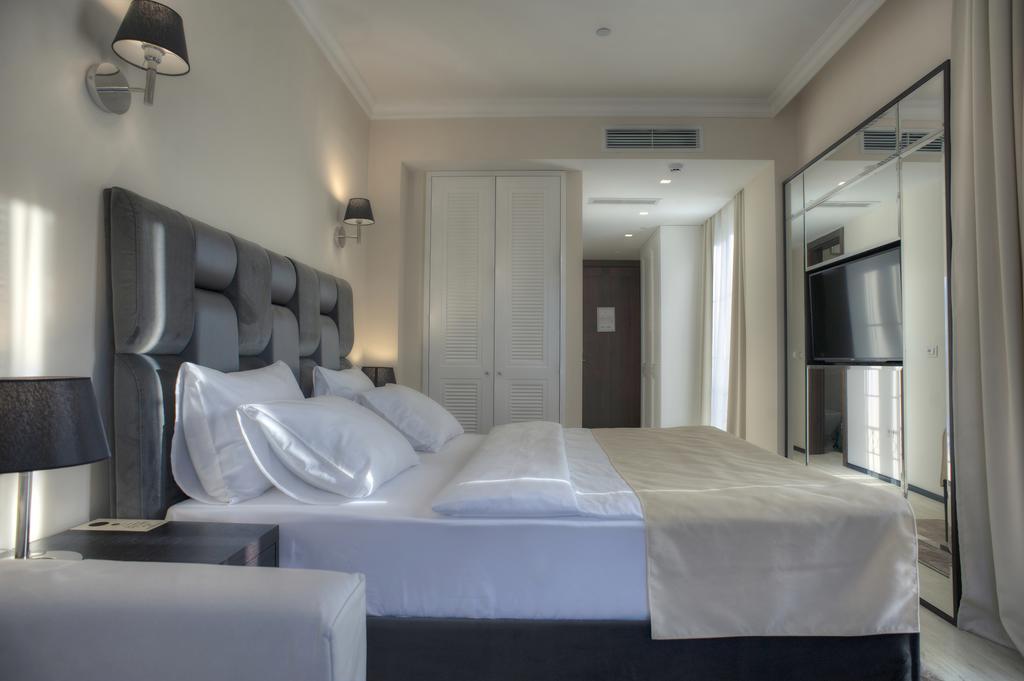 Moskva Hotel, Черногория
