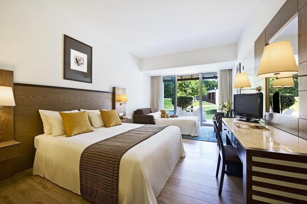 Mediterranean Beach Hotel, Кипр