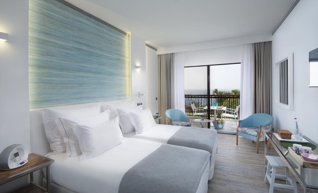 Відпочинок в готелі Baia Azul Фуншал Португалія