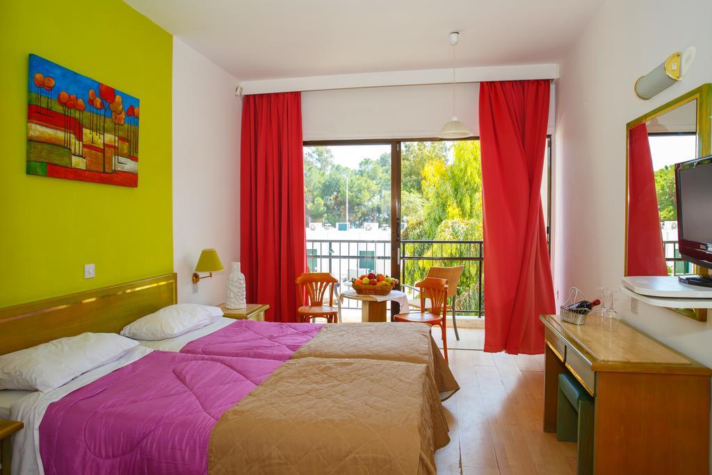 Горящие туры в отель Lobelia Park Beach Annex Лимассол