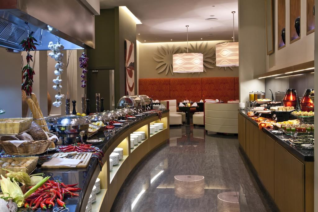 Цены в отеле Ibis Hotel Mall Of The Emirates