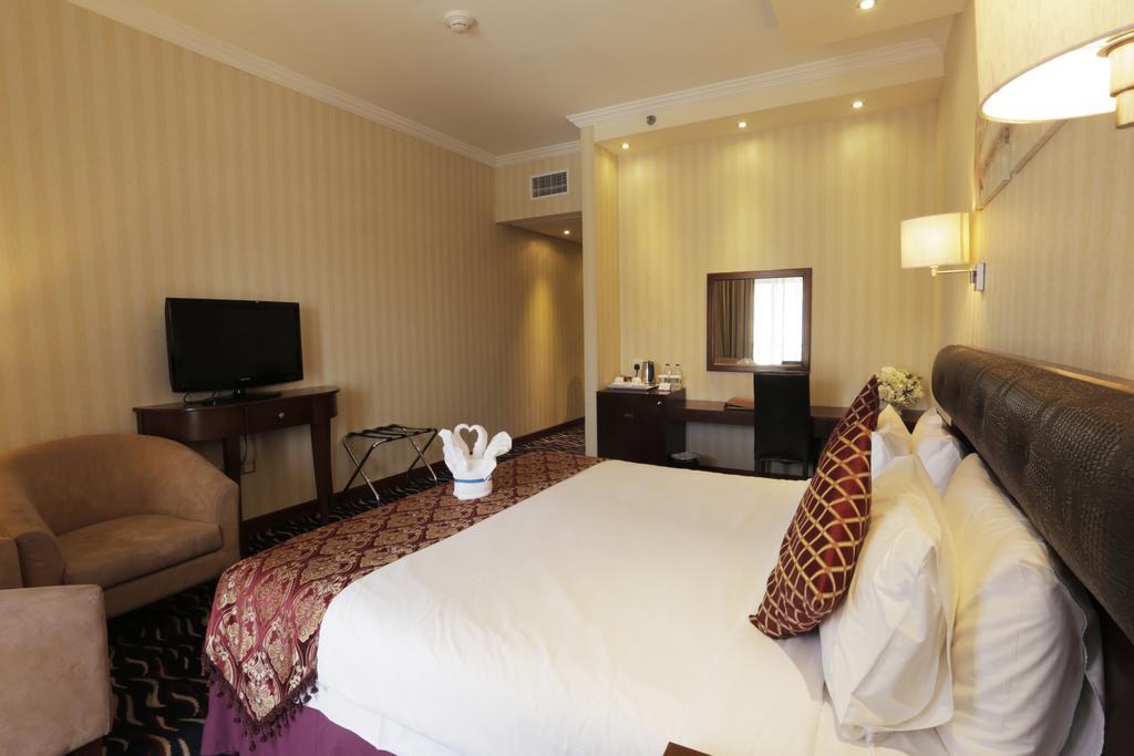Цены в отеле Cassels Al Barsha Hotel