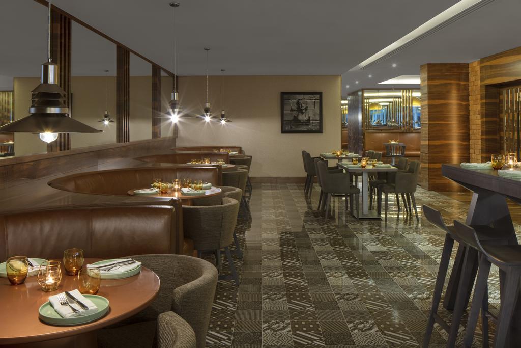 Radisson Blu Hotel Dubai Waterfront фото и отзывы