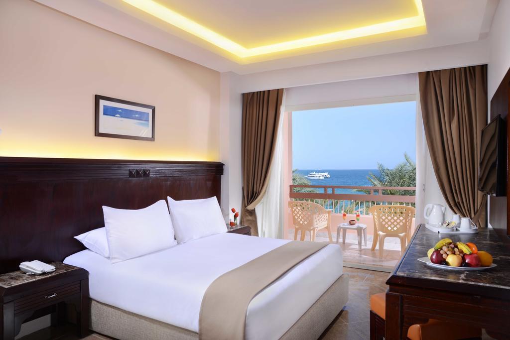 Відгуки гостей готелю Beach Albatros Resort