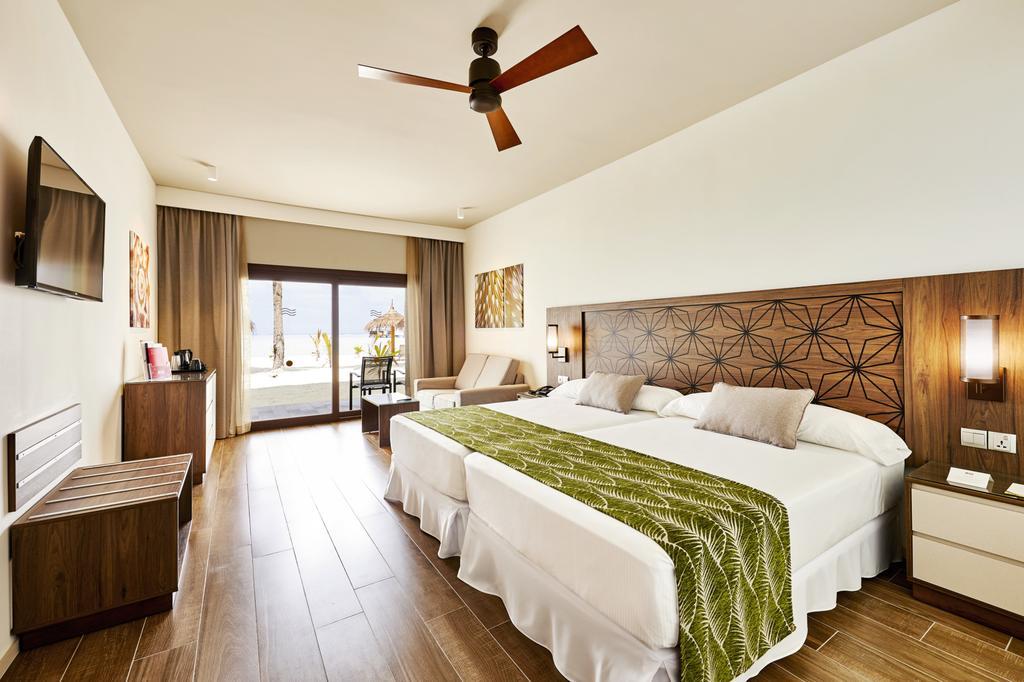 Відпочинок в готелі Riu Atoll Даалу Атол