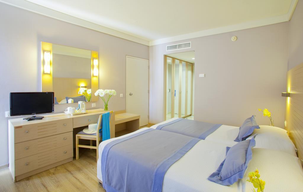 Горящие туры в отель Louis Ledra Beach Hotel