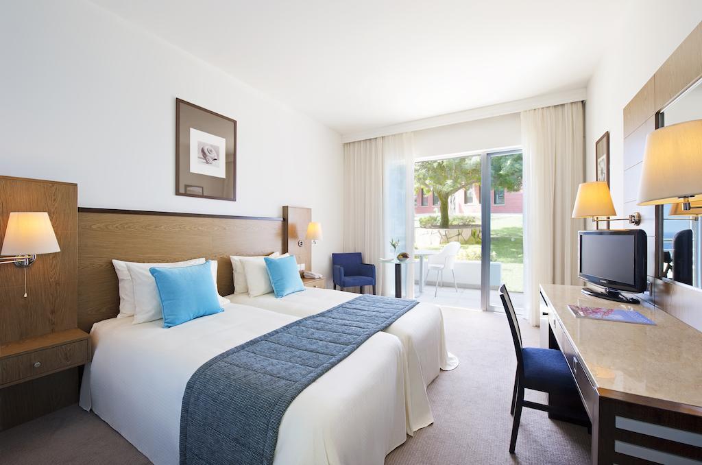 Отдых в отеле Mediterranean Beach Hotel Лимассол Кипр