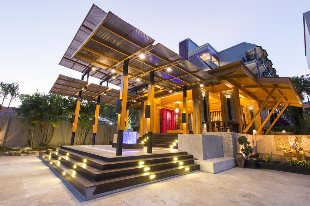 Тури в готель Phuvaree Resort  Пхукет Таїланд