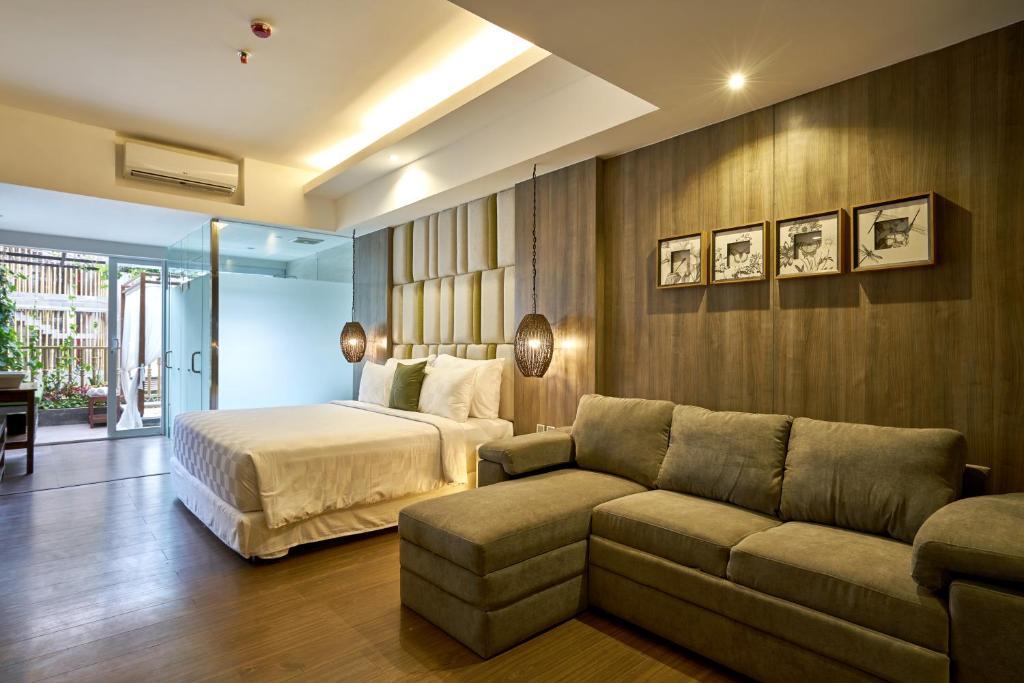 Туры в отель The Crystal Luxury Bay Resort