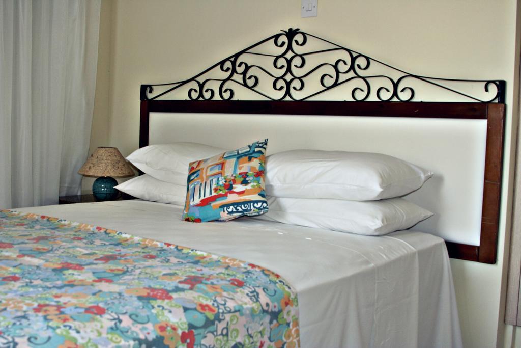 Mackenzie Beach Hotel &, Ларнака