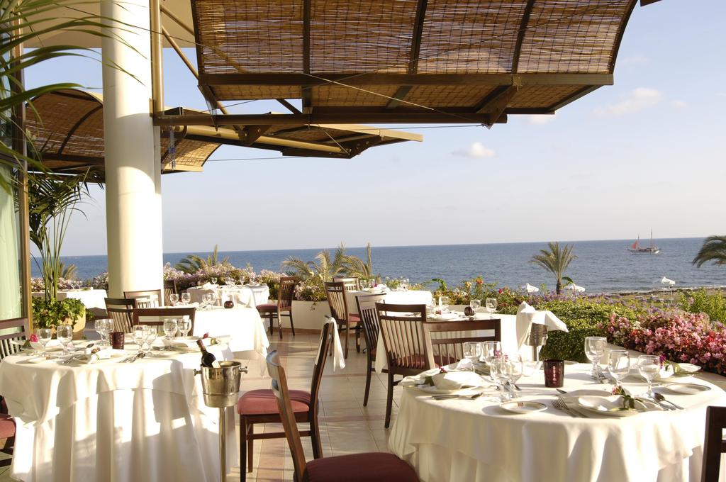 Отзывы туристов Constantinou Bros Athena Royal Beach Hotel