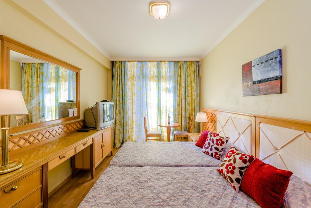 Estella Hotel Apts, Лимассол