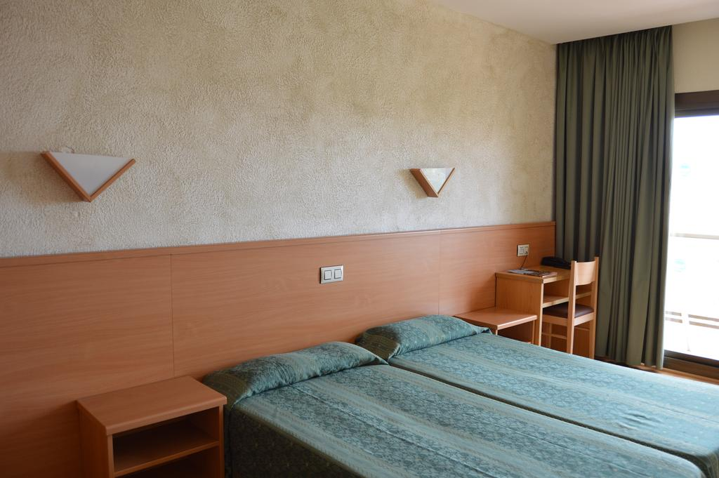 Samba Hotel, 3