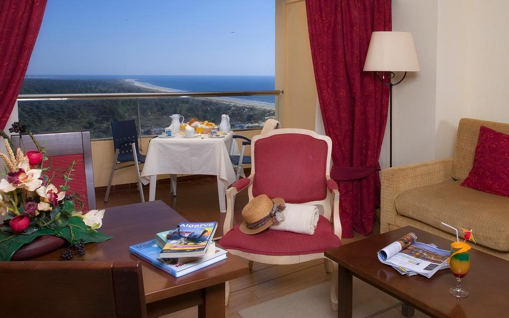 Відпочинок в готелі Yellow Monte Gordo Монте-Горду