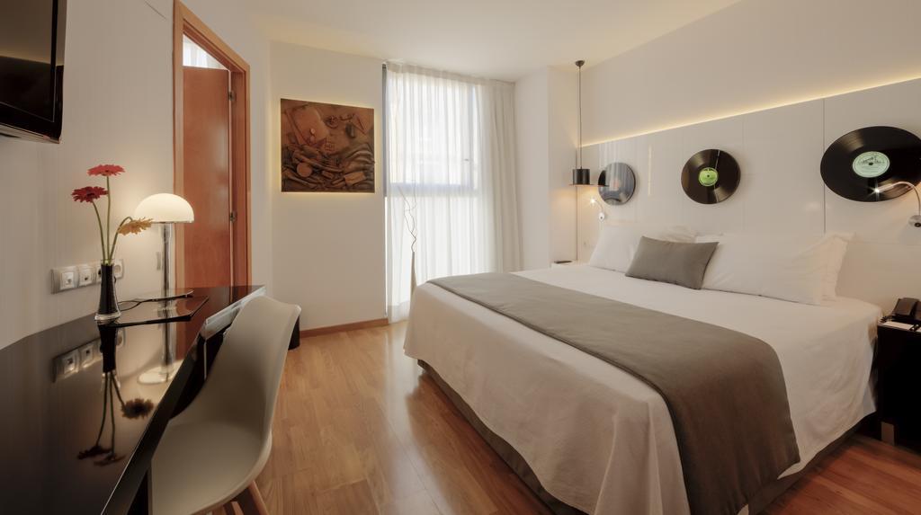 Туры в отель Evenia Rocafort Барселона