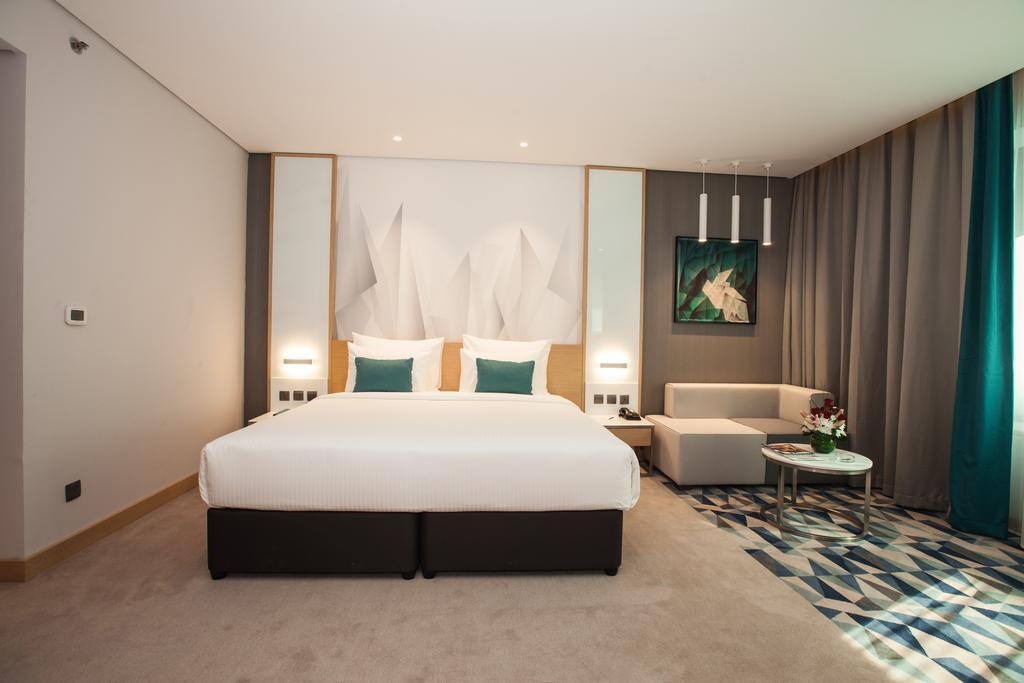 Дубай (город), Flora Inn Hotel, 4
