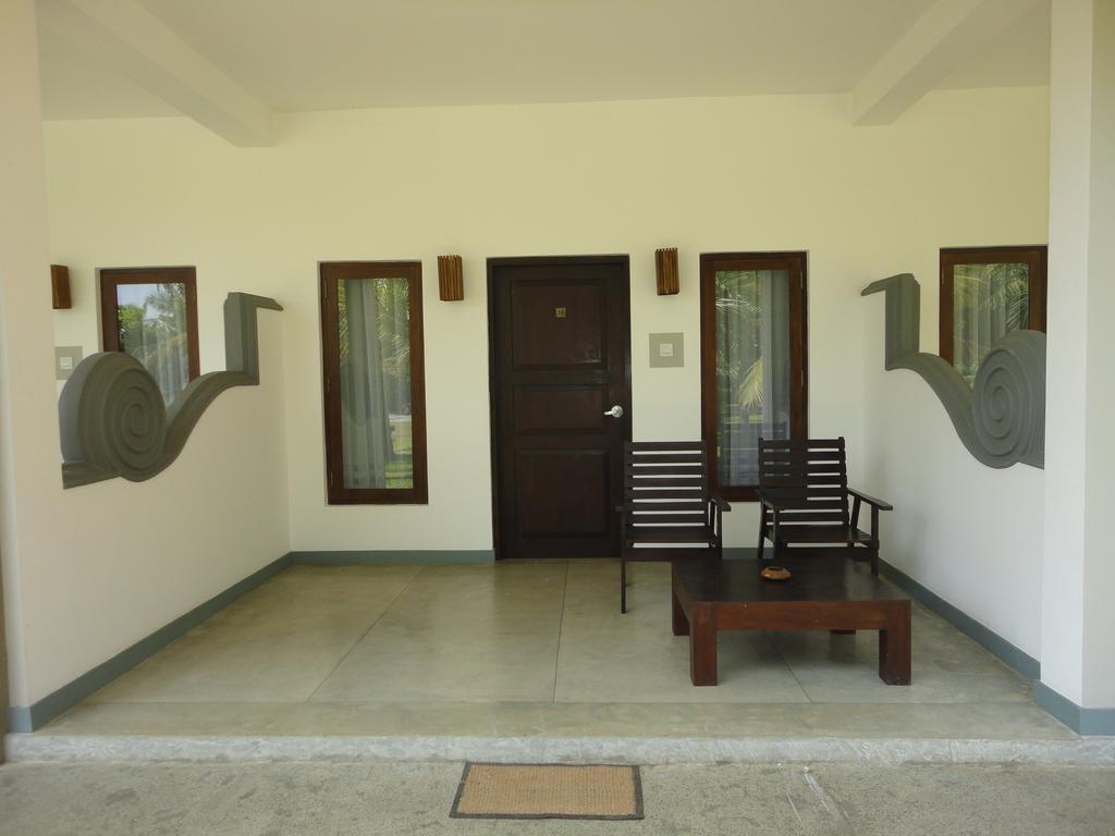 Отдых в отеле Lagoon Paradise Beach Resort Тангалле Шри-Ланка