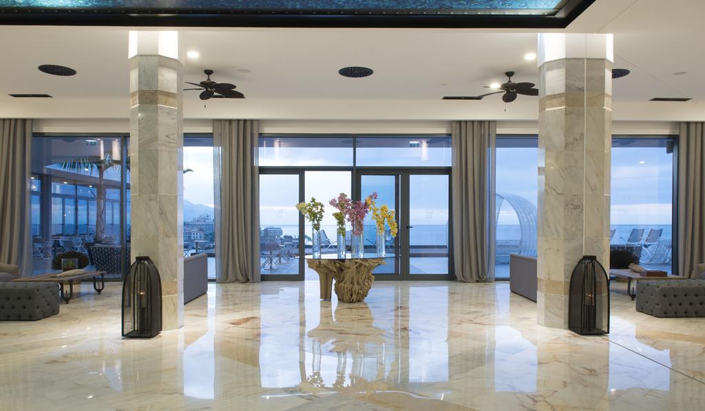 Відпочинок в готелі Baia Azul Фуншал