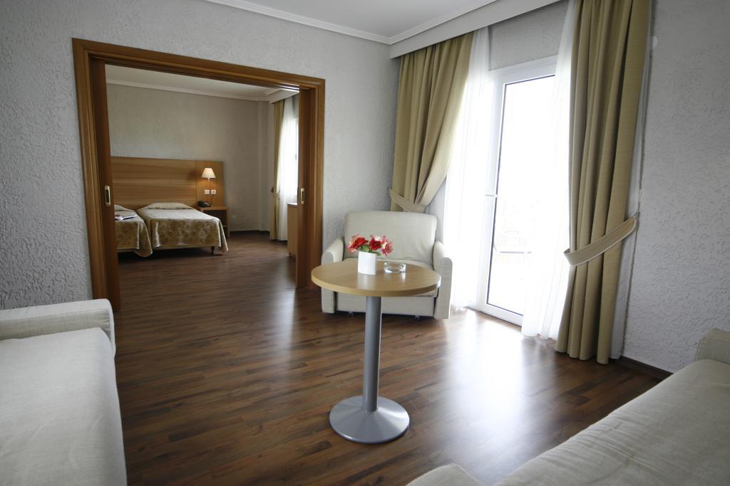 Гарячі тури в готель Poseidon Palace Leptokaria Пієрія Греція