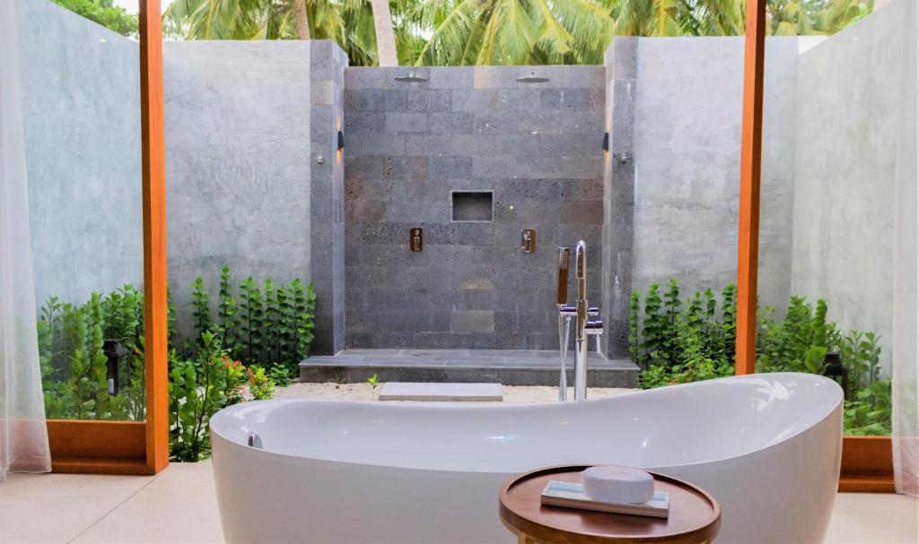 Furaveri Island Resort ціна