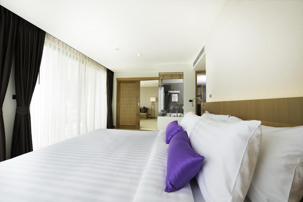 Цены в отеле The Lunar Patong