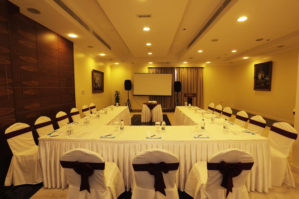 Отель, Дубай (город), ОАЭ, Cassels Al Barsha Hotel