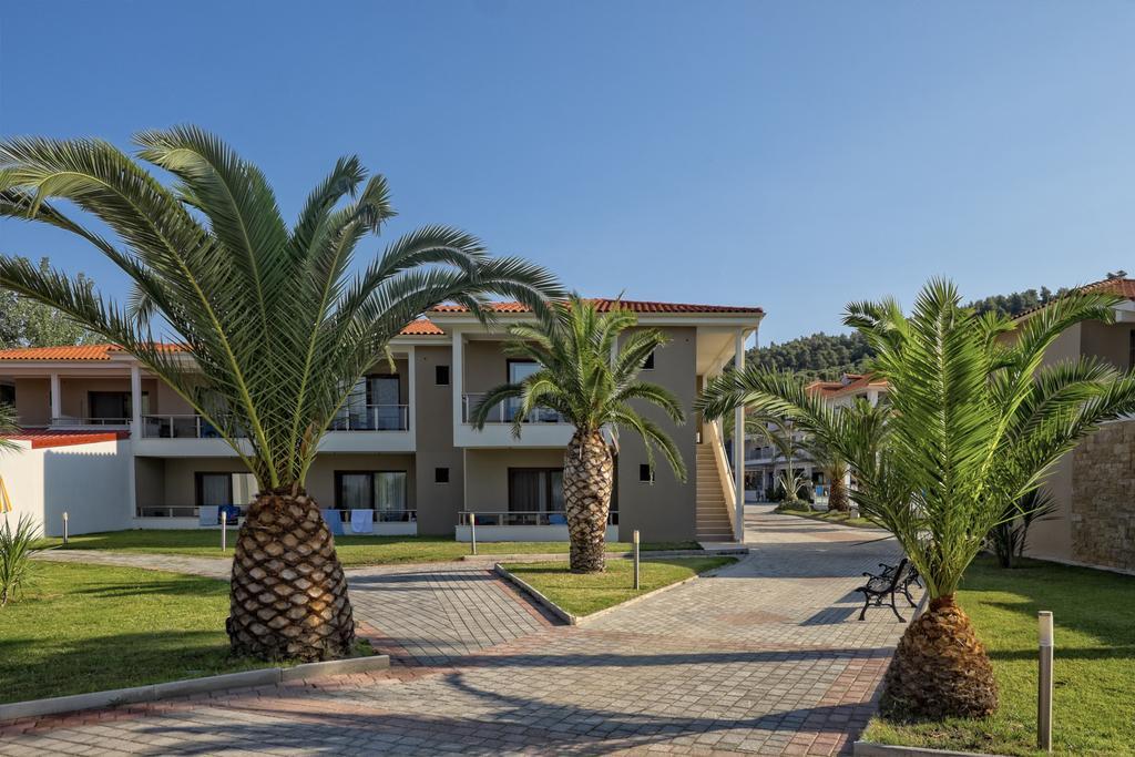 Фото готелю Lagomandra Beach Hotel