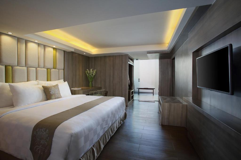Фото отеля The Crystal Luxury Bay Resort
