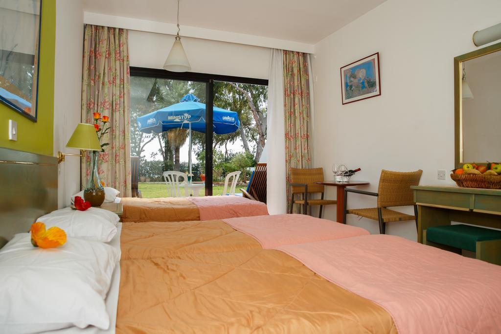 Лимассол Park Beach Hotel