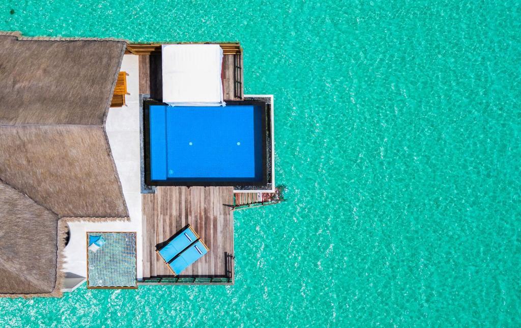 Тури в готель Furaveri Island Resort Раа Атол