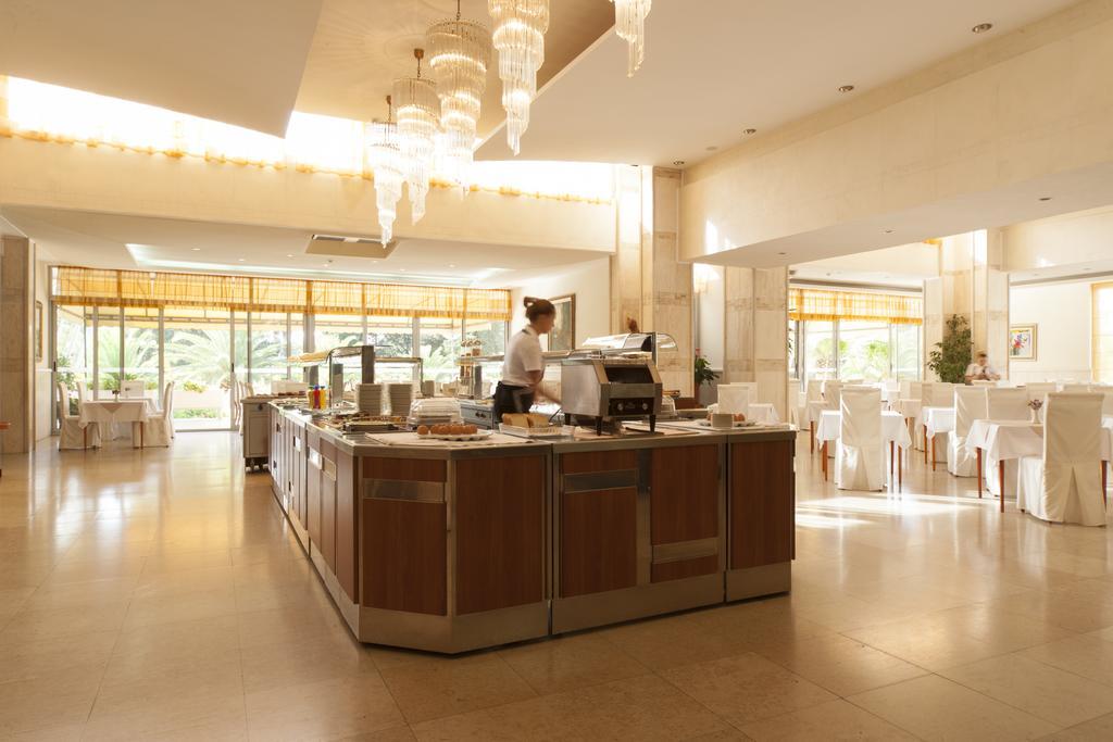 Отдых в отеле Mediteran Becici Hotel Бечичи