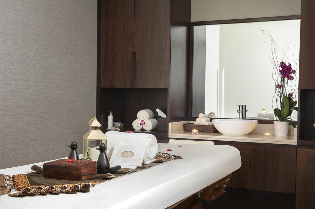 Відпочинок в готелі Jumeirah Rotana Hotel