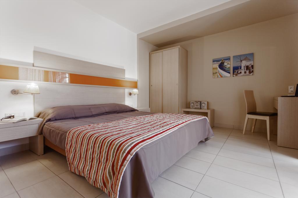 Відгуки туристів Lagomandra Beach Hotel