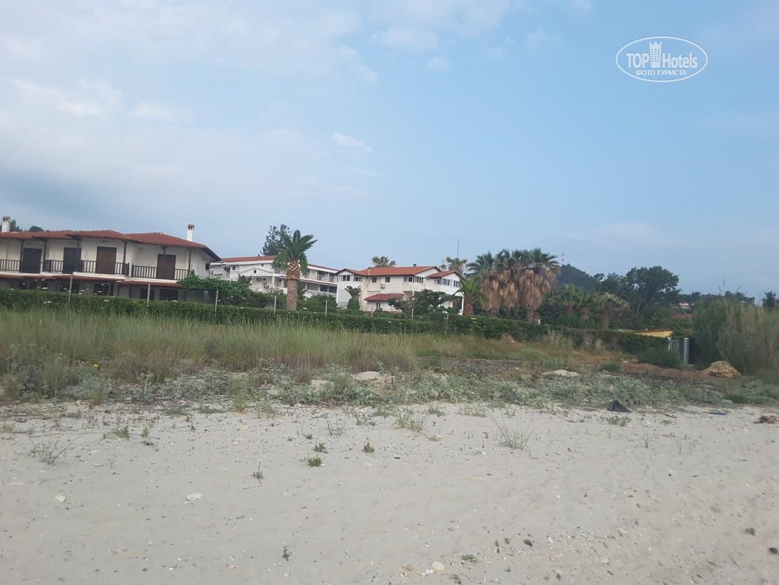Villa George Hotel Apartments, фотографії території