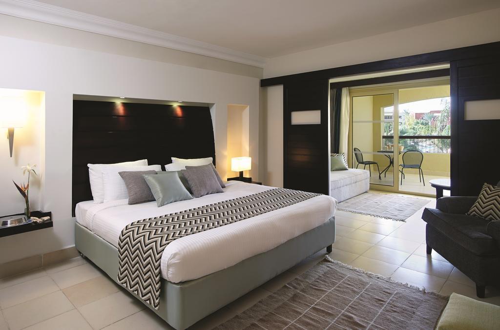 Фото готелю Coral Sea Holiday Resort