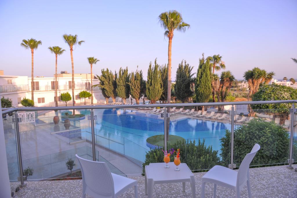 Відгуки туристів Fedrania Gardens (Ex. Fedra Hotel Apt)