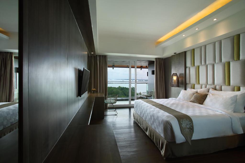 Отзывы гостей отеля The Crystal Luxury Bay Resort