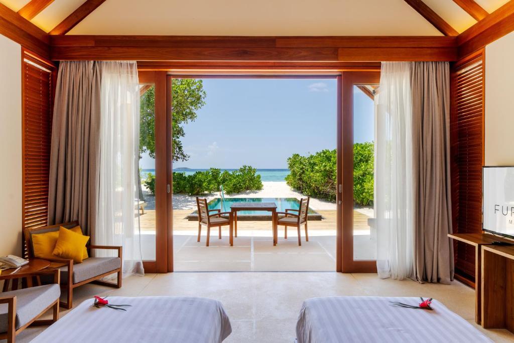 Furaveri Island Resort, Раа Атол ціни